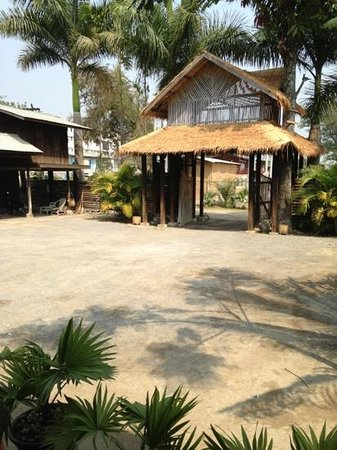 Aung Mingalar Hotel :                   entrance gate