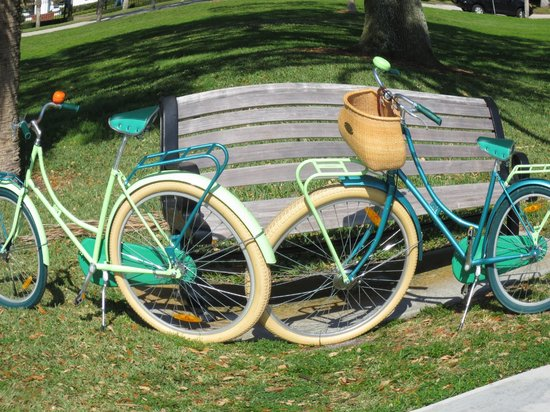 Watergarden Inn at the Bay: Cool Vintage look bikes