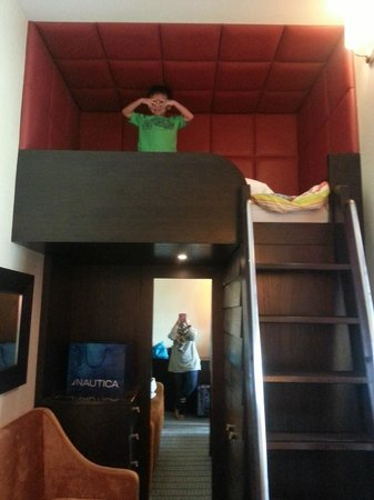 Resorts World Sentosa - Festive Hotel:                   Loft bed!