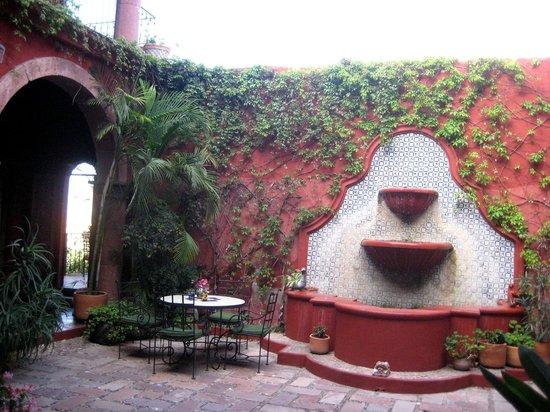 Casa de la Cuesta:                   The fountain in the courtyard