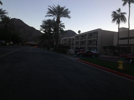 Indian Wells Resort Hotel: outside