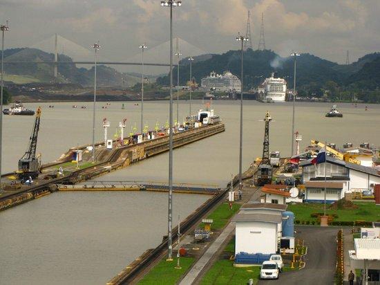 Canal de Panamá:                   Cruceros camino al Atlántico