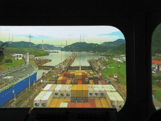 Canal de Panamá:                   Simulador en el Edificio - Museo dentro de las Esclusas de Miraflores
