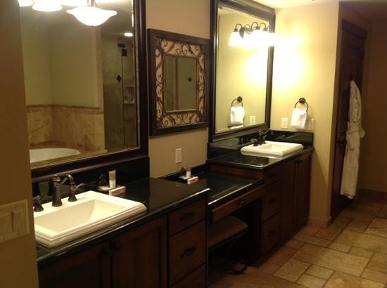 Hyatt Centric Park City:                                                       bathroom