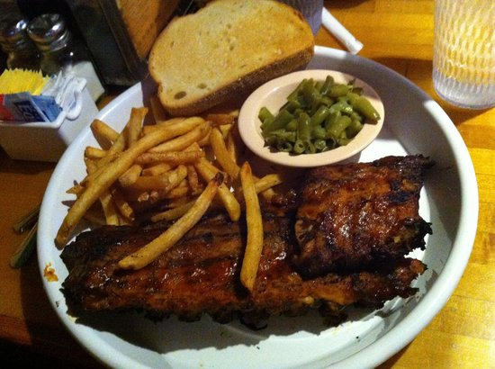 Park Avenue BBQ & Grille: Ribs and fries