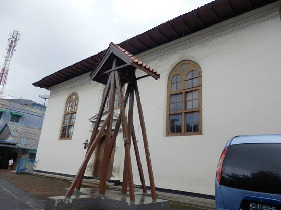 Black Portuguese Church (Gereja Sion):                   The side of the church and car park