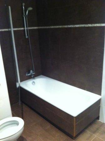 Hotel Canton:                   la baignoire