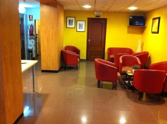 Hotel Canton:                   la réception