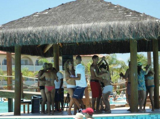 Grand Palladium Imbassai Resort & Spa:                   Clase de Forro con animador Rafael, en la piscina