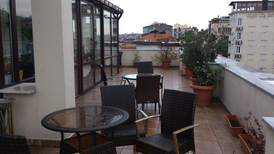 Amber Hotel Istanbul:                   terrasse