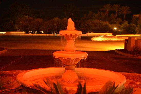 La Posada Lodge and Casitas:                                     nice fountain in the entrance