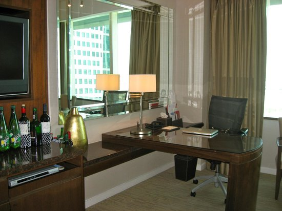 Crowne Plaza Dubai Festival City:                   desk