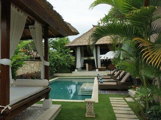 Teman Desa Villas: Villa Tiga Pool