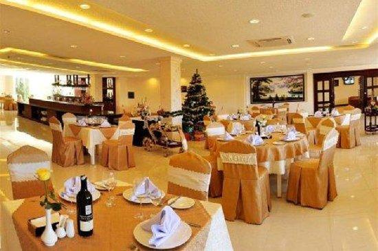 Empress Hotel Restaurant Photo
