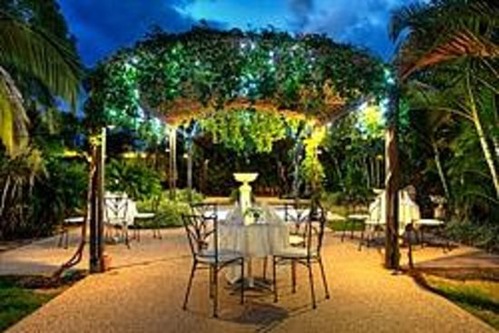 Emerald Maraboon Motor Inn: Dining Under The Stars