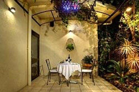 Emerald Maraboon Motor Inn: Harmonious Dining
