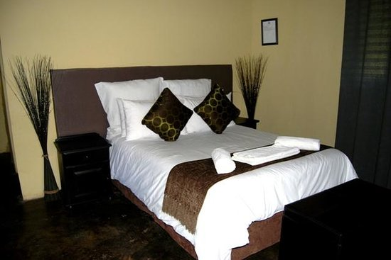 Maliba Riverside Huts: Double beds
