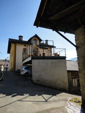 La Grande Maison de Chandolin :                                     Hotel view from outside