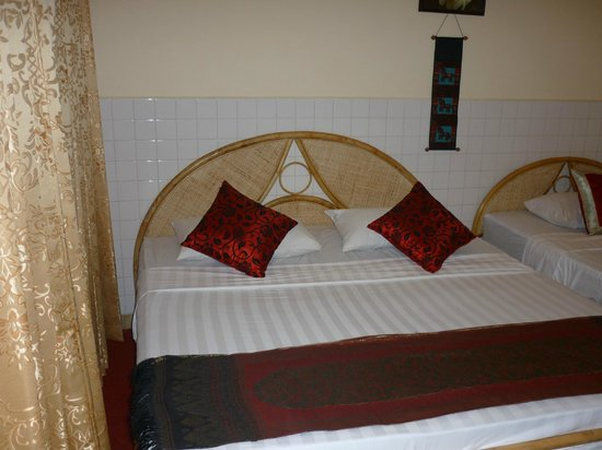 Golden River Palace Guesthouse :                   Nice bed