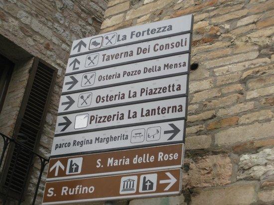 Hotel La Fortezza:                   看板