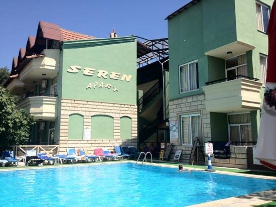 Seren Apartments Hotel:                   front of hotel