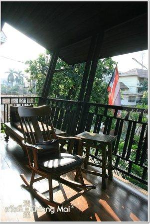 บ้าน ฮานิบะ เบด แอนด์ เบรคฟาสต์:                   enjoy sunlight here, the balcony!