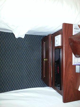 Bayswater Inn:                                                       Mobili malridotti e moquette sporca