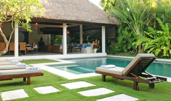 Andari Bali Villas: Semara pool & lounge