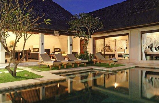 Andari Bali Villas: Sambawa by night