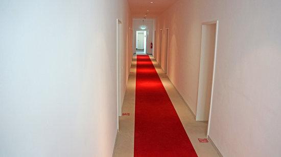 Ellington Hotel Berlin:                   More clinical on the inside