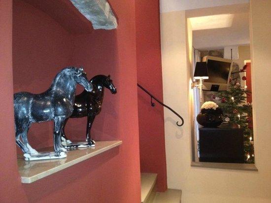 Hotel Herrnschloesschen:                   Tulip Suite mit Weihnachtsbaum im Winter
