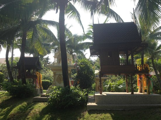 Bandara Resort & Spa:                   Temples in gardens