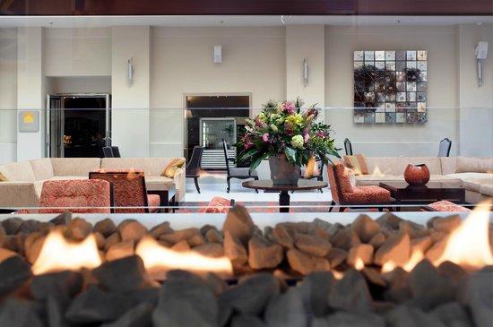 Two Steps Bar: Lobby Lounge