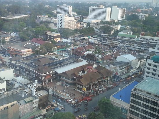 Le Meridien Chiang Mai:                   View of market