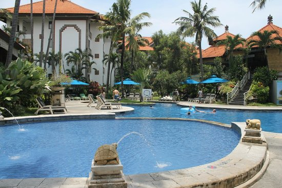 Sanur Paradise Plaza Suites:                                     View of the pool