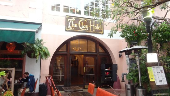 The Clay Hotel:                   L'ingresso