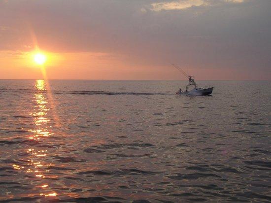 Condotel Las Cascadas:                   Sonnenuntergang während eines Bootsausflugs