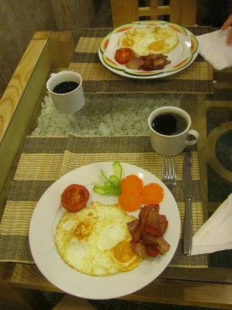Golden Art Hotel:                   Bacon & Eggs a la carte