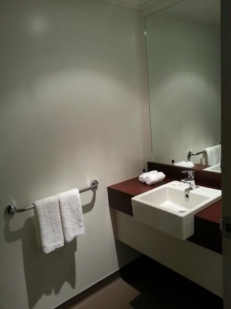 Copthorne Hotel & Apartments Queenstown Lakeview:                   vanity