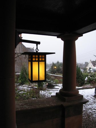 Gardenrose B&B: Snowy day from the porch