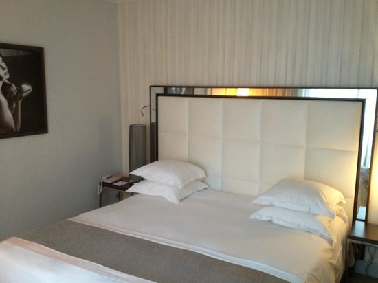 Hotel Le Canberra:                   Bed in Privilege Room