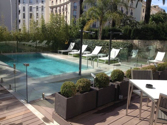 Hotel Le Canberra:                   Hotel Pool