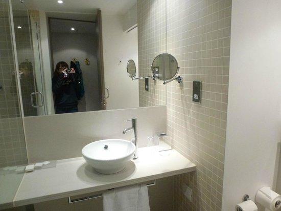 Room 430 bathroom picture of the gibson hotel dublin for Best bathrooms dublin