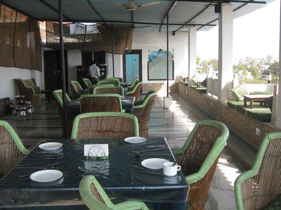 Sargam Sadan:                   le restaurant terrasse