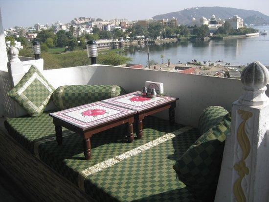 Sargam Sadan:                   vue sur le lac