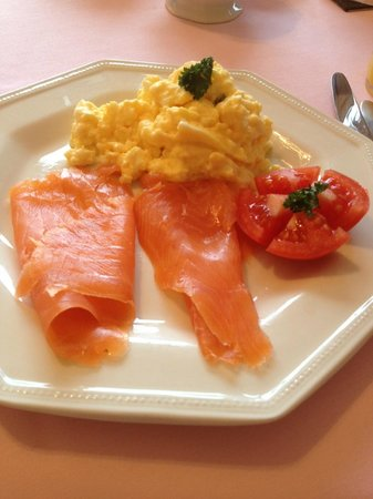 Tree Tops Bed and Breakfast:                   Delicious Smoked Salmon and Scrambled Eggs - YUM