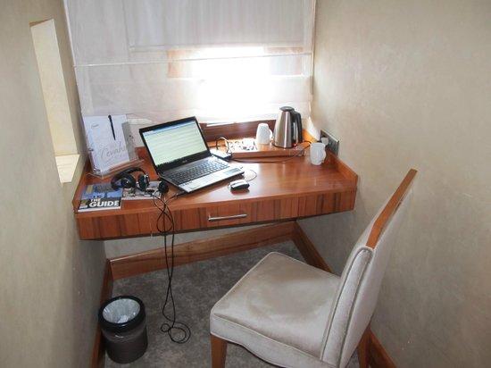 Biz Cevahir Hotel:                   Desk nook                 