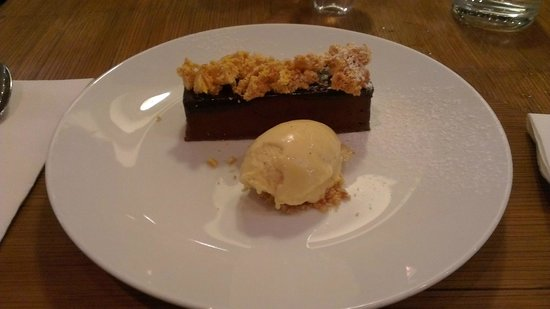 Esca Bar and Bistro:                   Chocolate parfait with honeycomb dessert