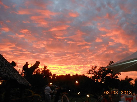 Mana Island Resort:                   Beautiful sunset