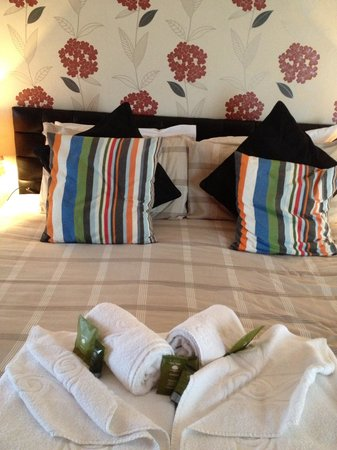 Laurel Cottage B&B: Super king size bed
